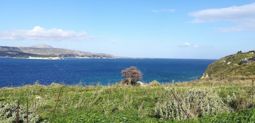 SEAFRONT PLOT WITH BEACH ACCES